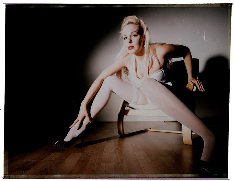 http://www.victoriasphoto.com/models/BellaA/big/Fuji_color2_3sm.jpg