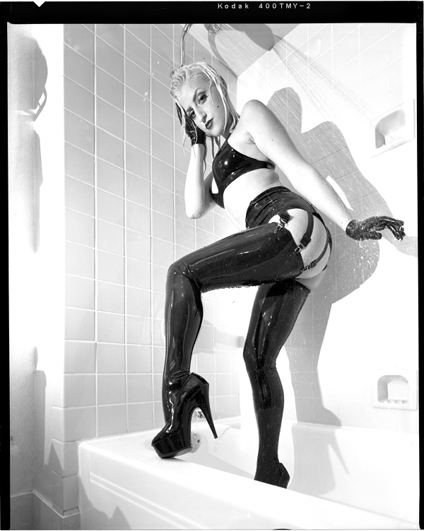 http://www.victoriasphoto.com/models/Devin_Marie/big/DM9-12-2s.jpg